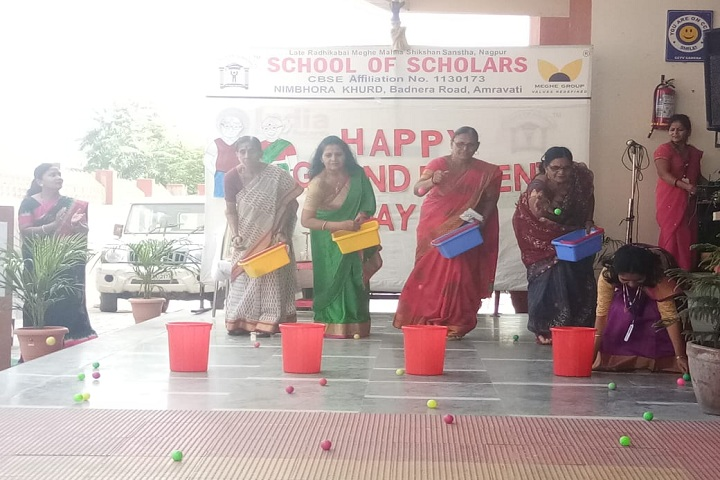 School Of Scholars-Games on grand parents day