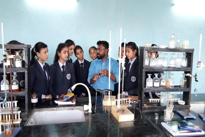 Sharda English School-Chemistry Lab