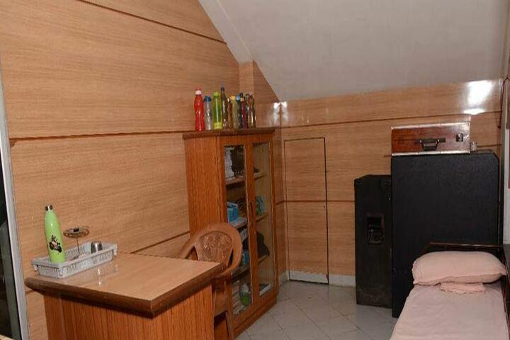 Sheth Vidya Mandir-Medical Room