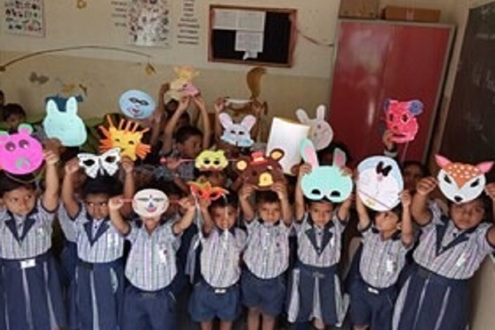 Shri Adgonda Babgonda Patil English School-Mask Making Competitons