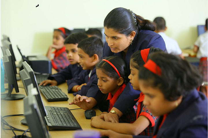 Universal Knowledge School-Computer Lab View