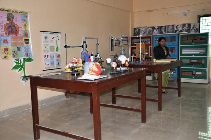 Shrikrishna International School science lab