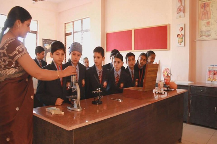 Aakarshan Public School-Lab