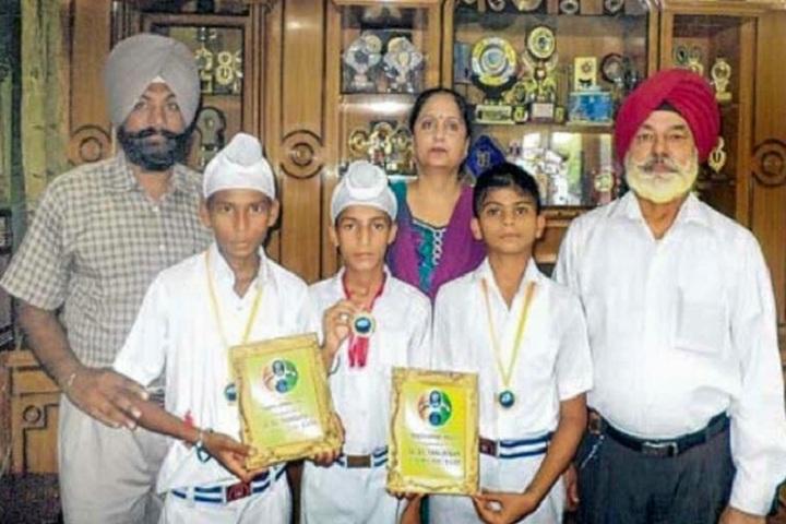 Baba Isher Singh Nanaksar Public School-Children with Momentos