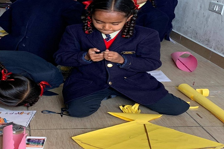 Barefeet Public School-Making kites