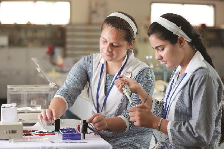 Bcm Arya Model School-Physics Lab