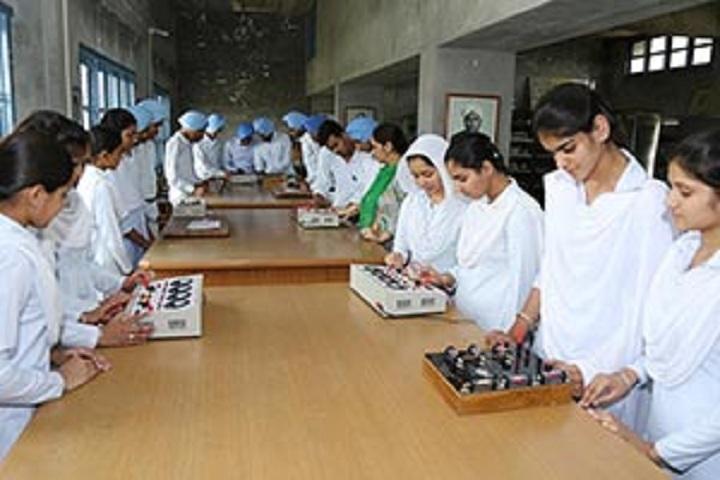 Bhai Mastan Singh Public School-Laboratory