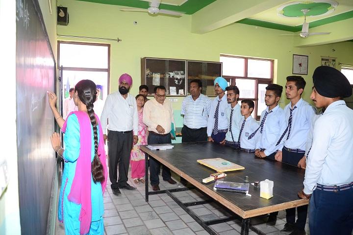 Bhai Mohri Ji Memorial Public Senior Secondary School-Science Laboratory