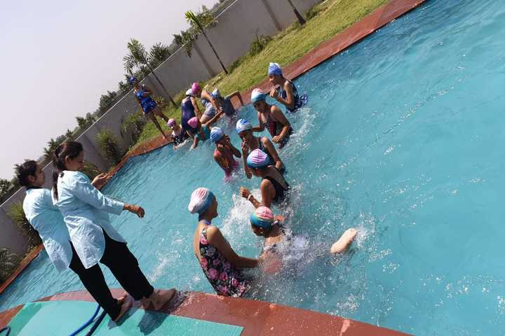 Cambridge International School-Swimming Pool