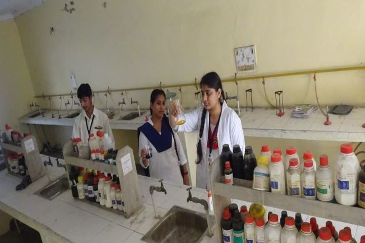 Chanakaya International School-Chemistry Lab