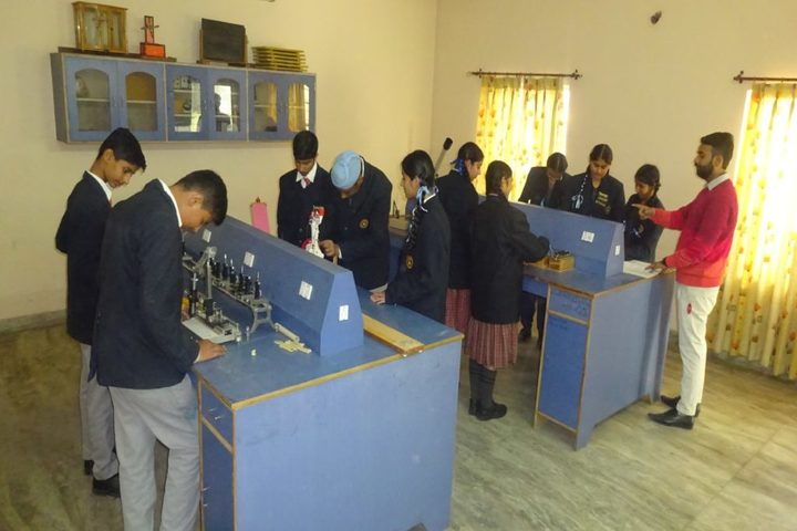 Chanakaya International School-Physics Lab