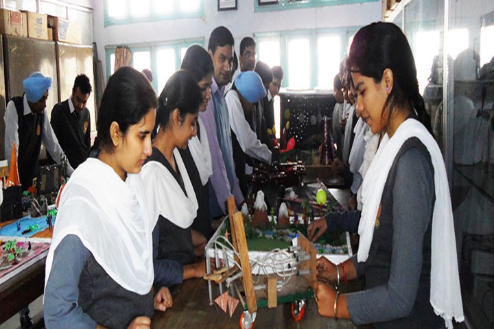 DAV Centenary Senior Secondary Public School-Lab