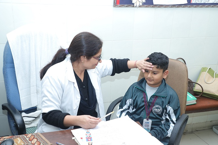 D C Model Senior Secondary School-Medical Checkup