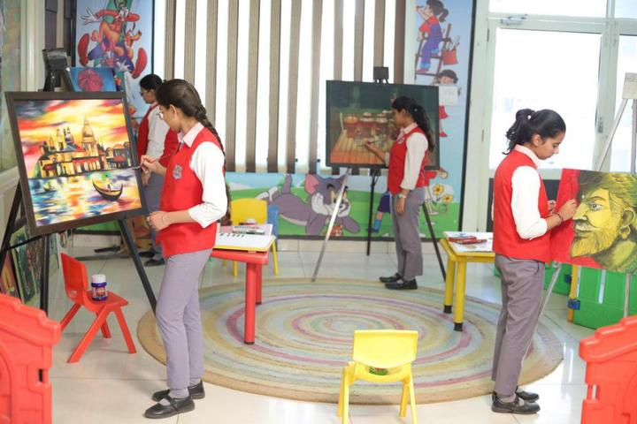 Dass And Brown World School-Art Room