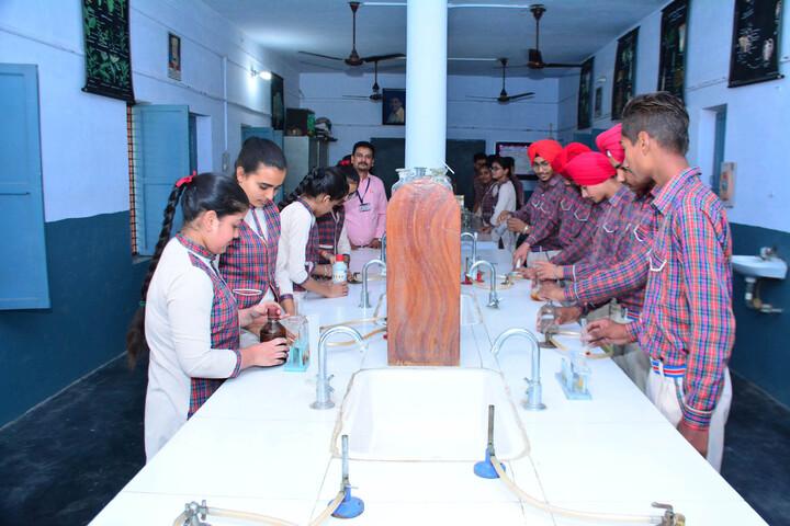 Dav Public Senior Secondary School-Chemistry Lab