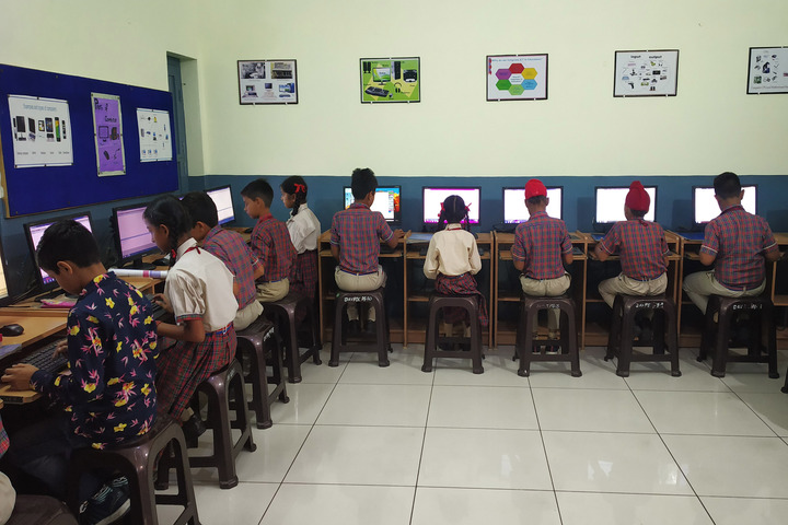 Dav Public Senior Secondary School-Computer Lab
