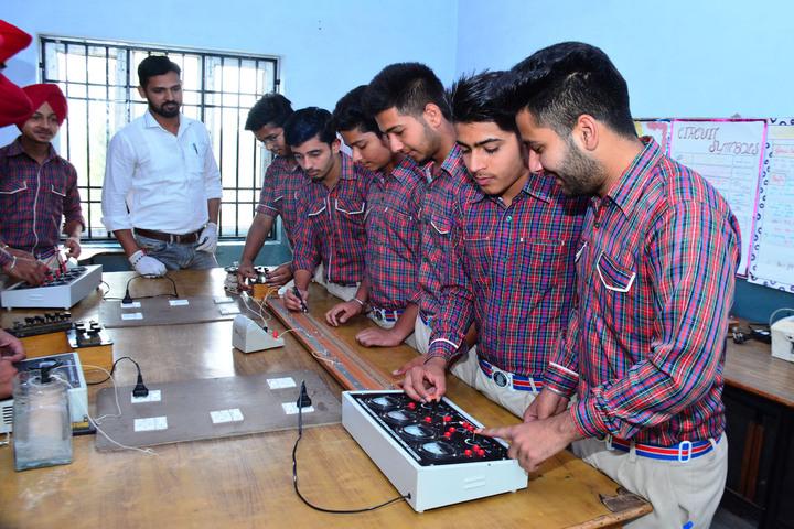 Dav Public Senior Secondary School-Physics Lab