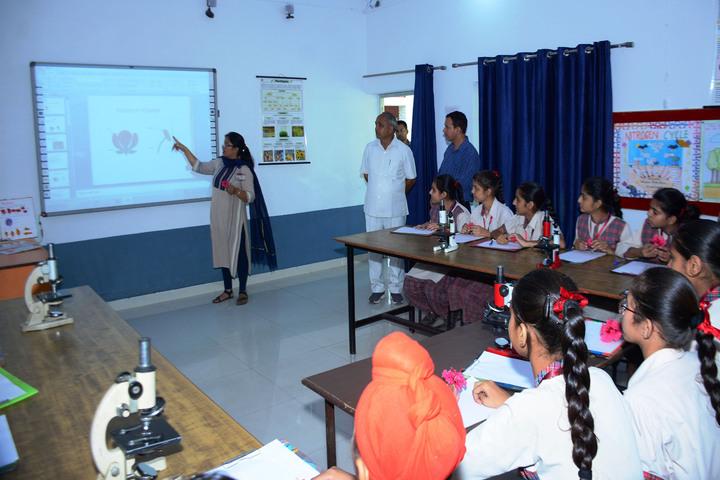 Dav Public Senior Secondary School-Smart Classroom