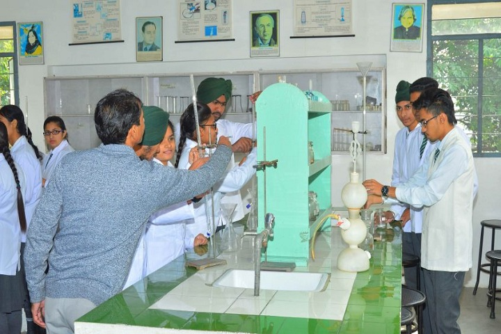 EMM AAR International School-Chemistry Lab