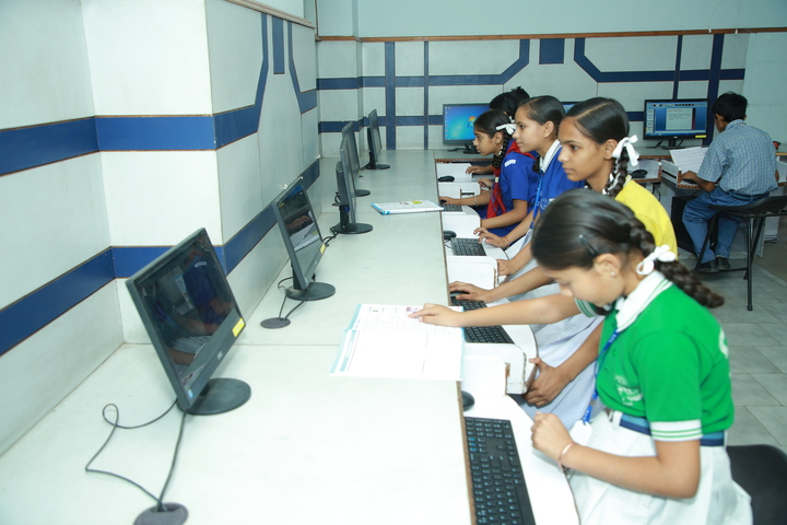 Everest Public Senior Secondary School-Computer Lab