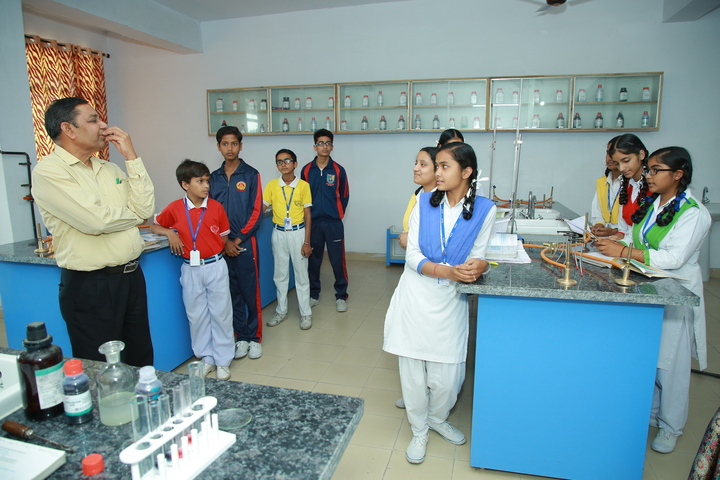 Everest Public Senior Secondary School-Science Lab