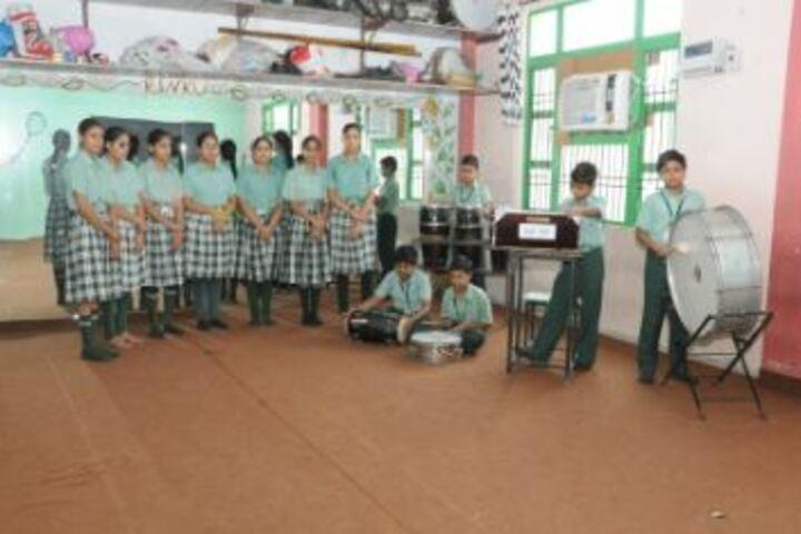 Green Land Day Boarding Public School-Music