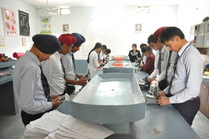 Gurpreet Holy Heart Senior Secondary Public School-Lab