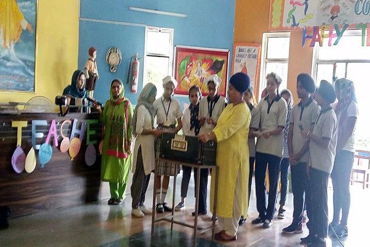 Guru Nanak Foundation Public School-Teachers Day Celebration