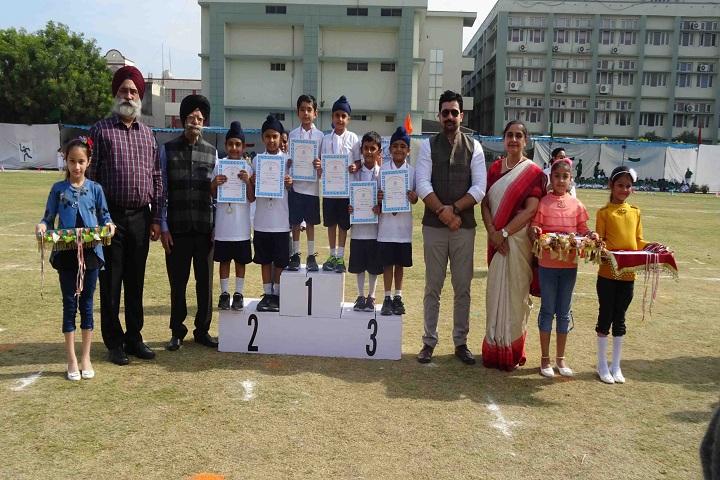 Gurunanak International Public School-Award Receiving
