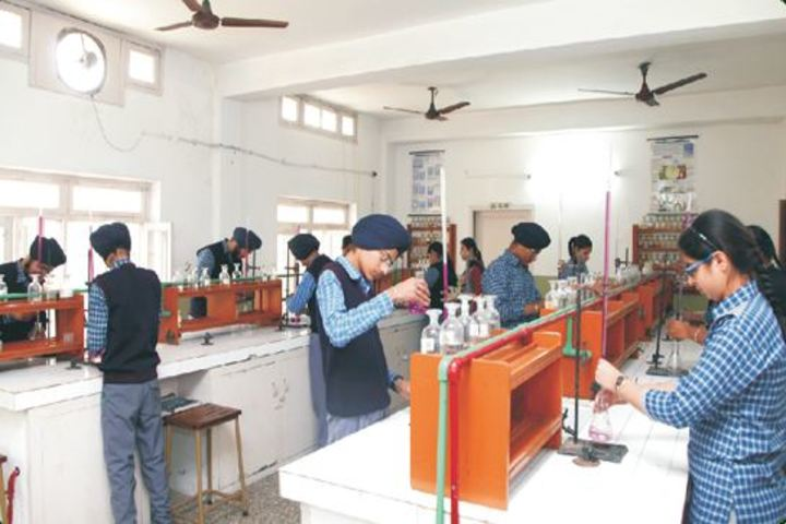 Gurunanak International Public School-Chemistry Lab