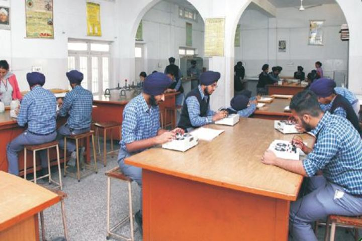 Gurunanak International Public School-Physics Lab