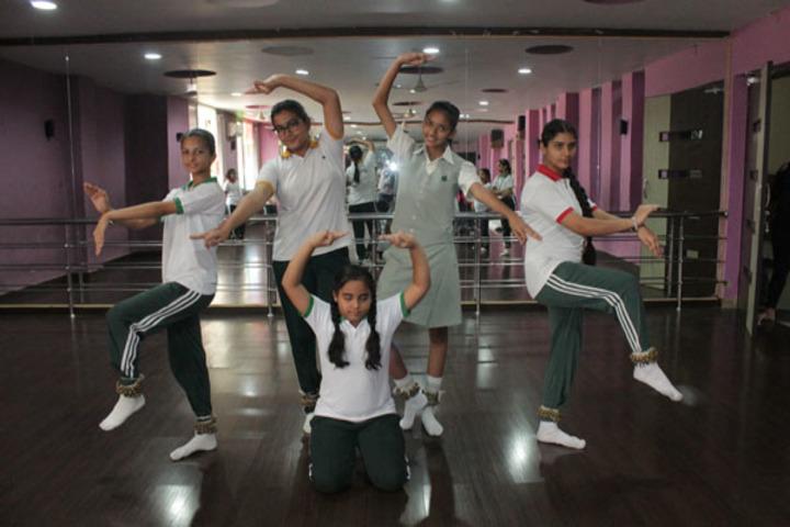 Ivy World School-Dance