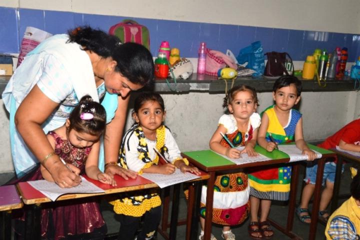 Late Ishar Das Gumber Dav Centenary Public School-Classroom