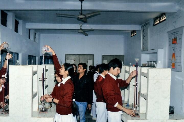 Maharana Partap Senior Secondary Adarsh Vidyalaya-Chemistry Lab
