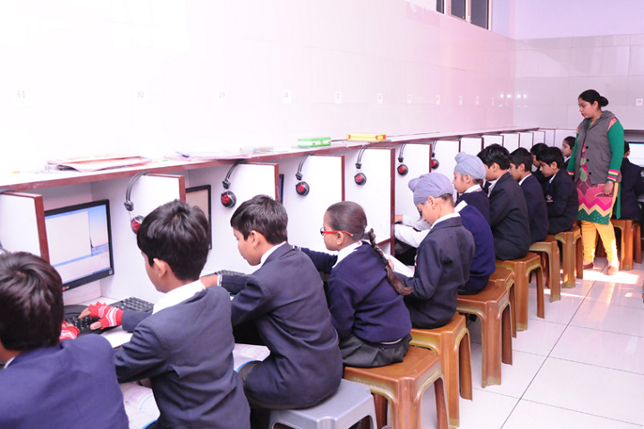 Manu Vatika Day Boarding School-Computer Lab