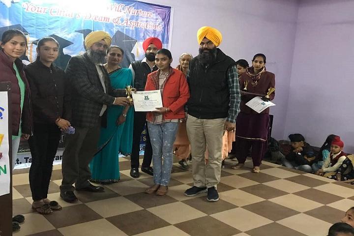 Mata Gujri Convent School-Prize Distribution