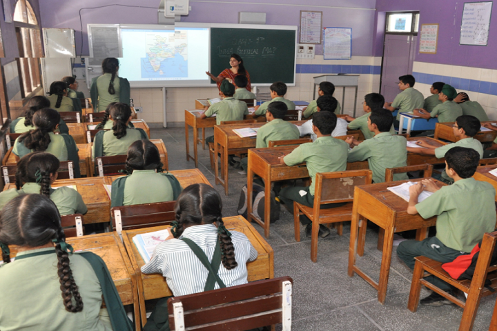 Mata Gujri Public School-smart Class room