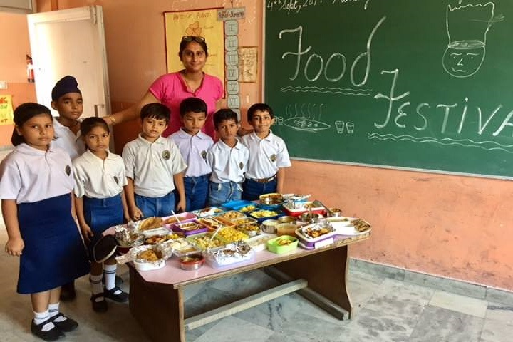 Maxim Merry School-Food fest