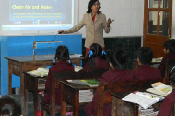 Montessori Cambridge School-AV class