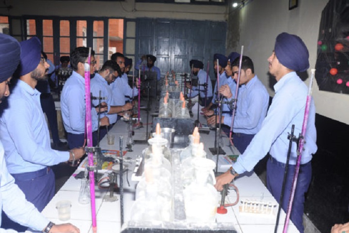 Rattan Dai Khosla Dav Model Senior Secondary School-Chemistry-Lab