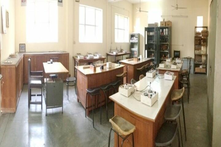 Shaheed Darshan Singh Pheruman Public School-Physics Lab