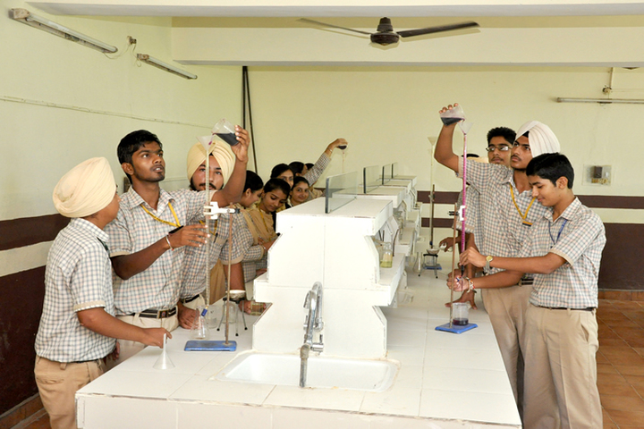 Shiwalik Public School-Chemistry Lab