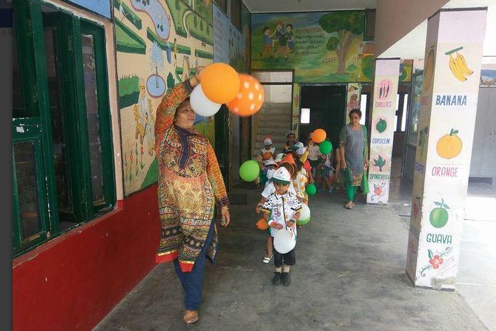Smt Karam Bai Dav Centenary Public School-Independence Day