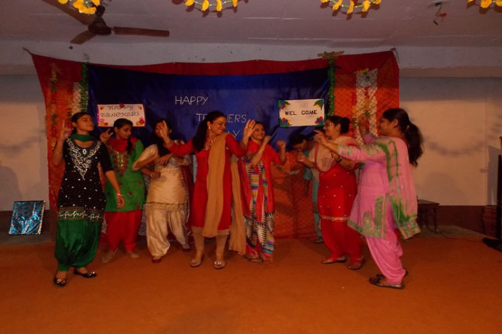 Sri Guru Hakrishan Public School-Group Dance