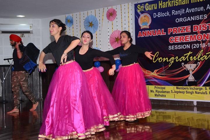 Sri Guru Harkrishan Intl School-Annual Prize Distribution