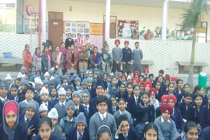 Sri Guru Harkrishan Public Senior Secondary School-Group Photo
