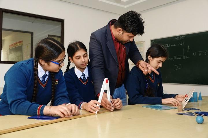 Tagores International Smart School-Maths Lab