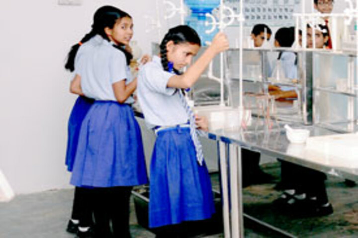 Aravali Public School-Lab