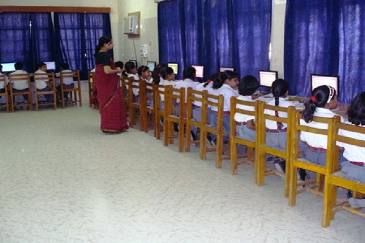 Army Public School-IT Lab with students