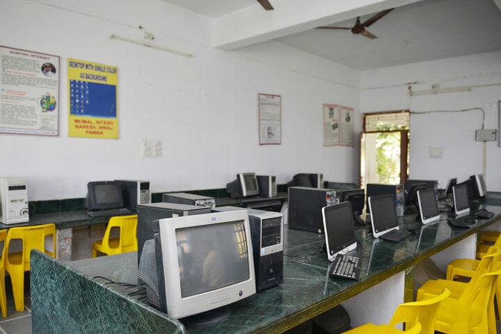 Bhopal NobleS Public School-Computer Lab